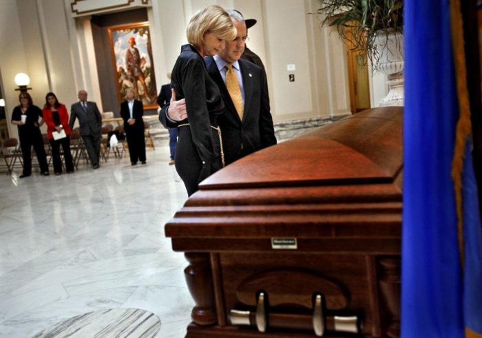 Photo -  Gov. Brad Henry and his wife Kim pay their respects at the casket of former governor Henry Bellmon as they remove it from the State Capitol on Friday, Oct. 1, 2009, in Oklahoma City, Okla.  Photo by Chris Landsberger, The Oklahoman. ORG XMIT: KOD