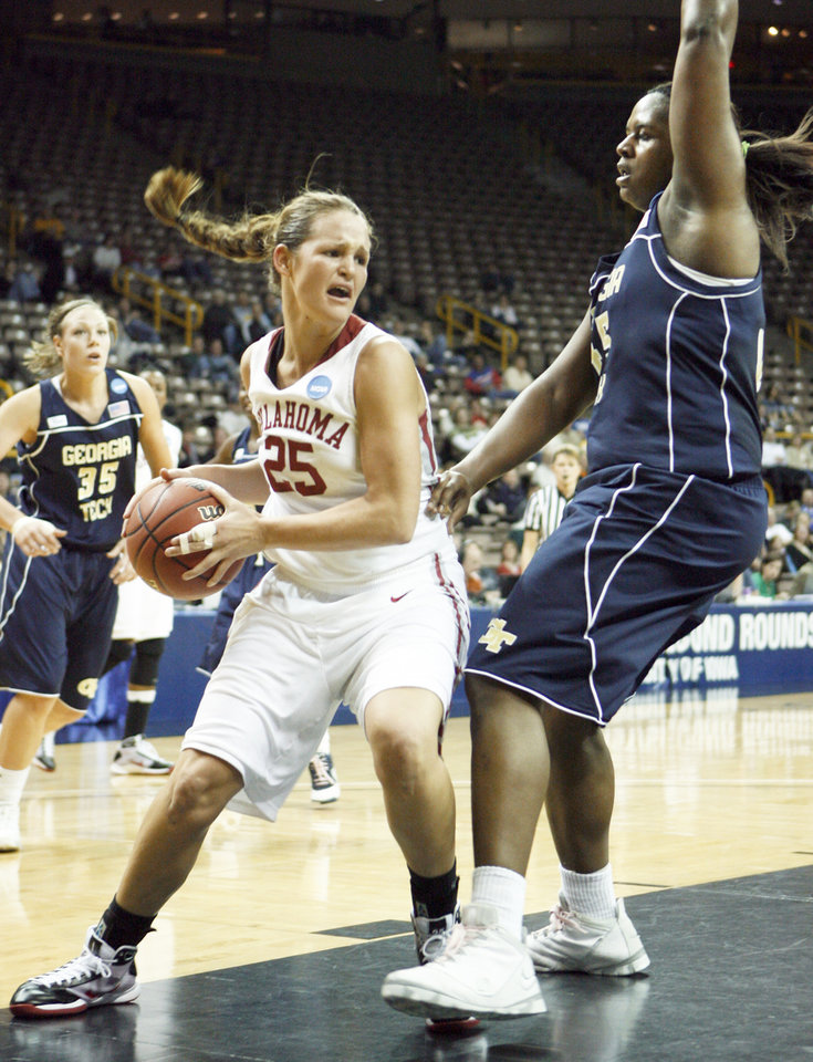 Photo - Whitney Hand, left, scored 15 points for the Sooners in a 69-50 win over Georgia Tech in the second round of the women's NCAA Tournament.  BY STEVE SISNEY, THE OKLAHOMAN