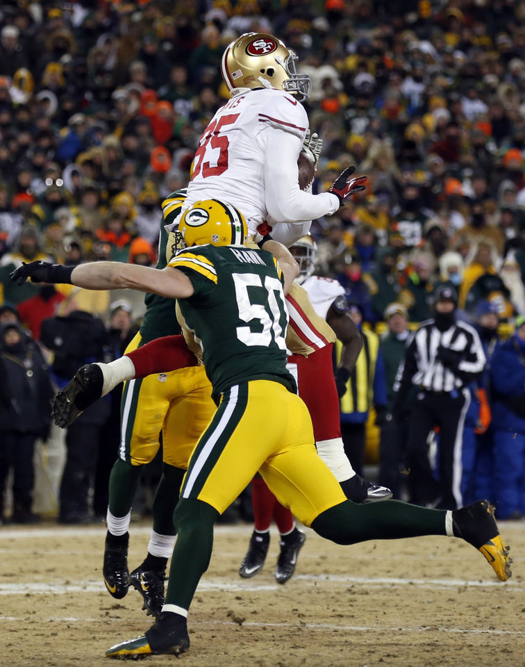 Photo - San Francisco 49ers tight end Vernon Davis (85) makes a touchdown reception against Green Bay Packers inside linebacker A.J. Hawk (50) during the second half of an NFL wild-card playoff football game, Sunday, Jan. 5, 2014, in Green Bay, Wis. (AP Photo/Jeffrey Phelps)