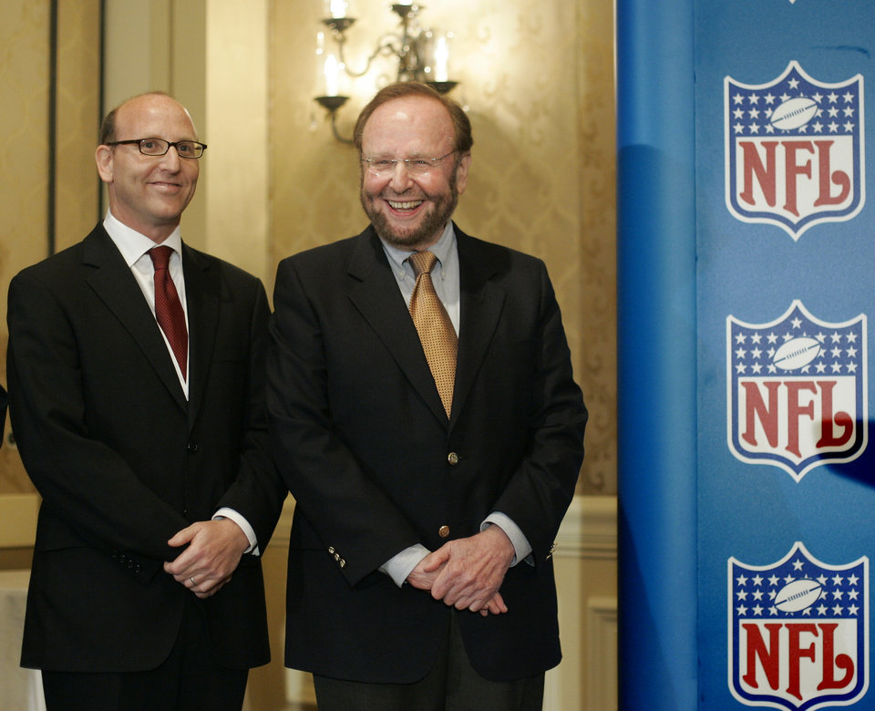 Photo - FILE - In this May 25, 2005 file photo, Tampa Bay Buccaneers team owner and president Malcolm Glazer, right, joined by Joel Glazer, left, are all smiles as they gather for the announcement of Tampa Bay being awarded the 2009 Super Bowl, during the NFL's Spring Meetings at the Ritz-Carlton Hotel in Washington. Glazer, the self-made billionaire who owned the NFL's Tampa Bay Buccaneers and English soccer's Manchester United, has died.  He was 85. The Bucs said Glazer died Wednesday, May 28, 2014.  (AP Photo/J. Scott Applewhite, File)