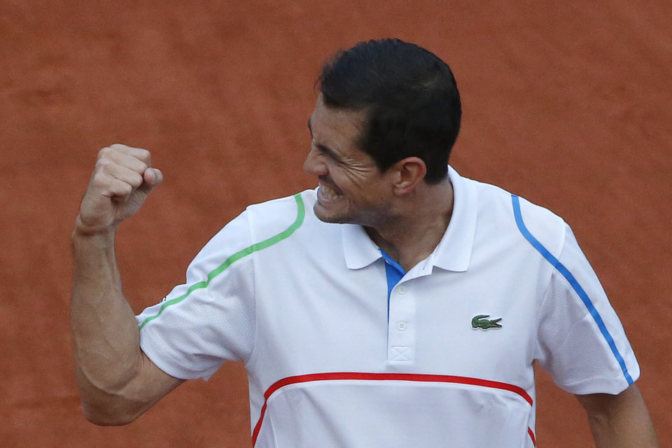 Photo - Spain's Guillermo Garcia-Lopez clenches his fist after defeating Switzerland's Stanislas Wawrinka in 4 sets, 6-4, 5-7, 6-2, 0-6, during the first round match of the French Open tennis tournament at the Roland Garros stadium, in Paris, France, Monday, May 26, 2014. (AP Photo/Michel Euler)