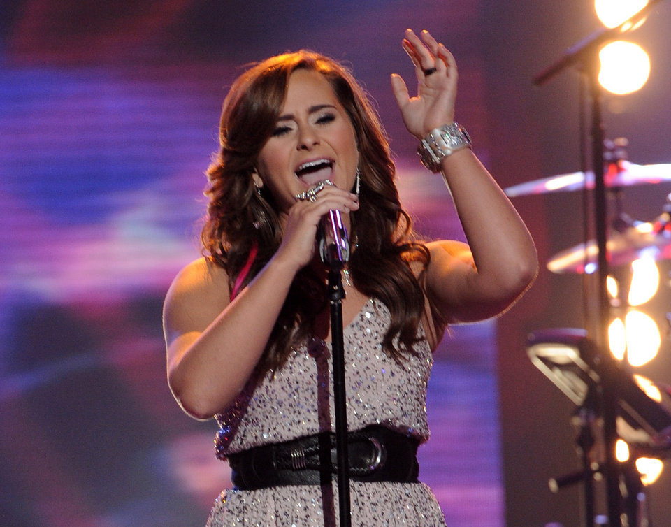 Photo -   In this April 25, 2012 photo released by Fox, contestant Skylar Laine performs on the singing competition series