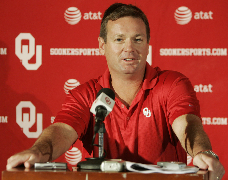 Photo - OU: University of Oklahoma college football head coach Bob Stoops speaks during a news conference in Norman, Okla., Tuesday, Sept. 23, 2008. Stoops said the reason No. 2 Oklahoma closed all of its scrimmages this year had nothing to do with the Sooners' 2005 loss against TCU. (AP Photo) ORG XMIT: OKSO101