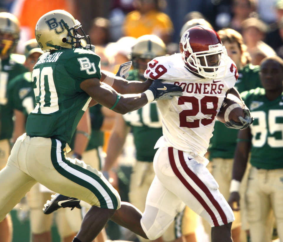 Photo - Chris Brown turns a corner on the way to a touchdown in the second half during the University of Oklahoma Sooners (OU) college football game against Baylor University Bears (BU) at Floyd Casey Stadium, on Saturday, Nov. 18, 2006, in Waco, Texas.  Alton Widemon is the defender.   by Steve Sisney, The Oklahoman