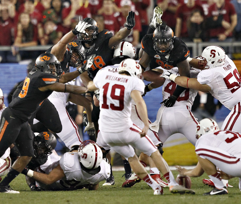 Photo - Stanford kicker Jordan Williamson (19) kicks and misses a field goal attempt in overtime during the Fiesta Bowl NCAA college football game against Oklahoma State Monday, Jan. 2, 2012, in Glendale, Ariz. Oklahoma State won 41-38 in overtime. (AP Photo/Matt York)  ORG XMIT: PNP150