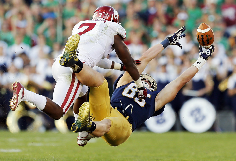 Photo - A pass intended for Notre Dame's Troy Niklas (85) falls incomplete in the fourth quarter as Oklahoma's Corey Nelson (7) defends during a college football game between the University of Oklahoma Sooners and the Notre Dame Fighting Irish at Notre Dame Stadium in South Bend, Ind., Saturday, Sept. 28, 2013. OU won, 35-21. Photo by Nate Billings, The Oklahoman
