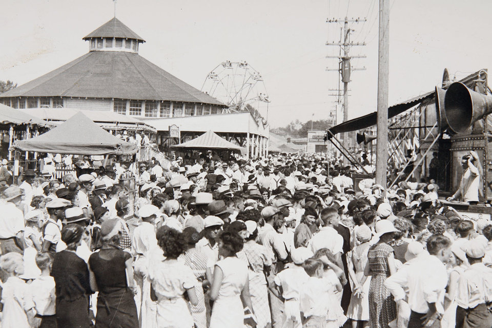 Photo -  STATE FAIR/FAIRGROUNDS/MIDWAY/CROWDS/FAIRGOERS/CARNIVAL/TENT SHOWS: Crowds gather at the 1933 State Fair of Oklahoma at Northeast 10 and Eastern.  Oklahoman File Photo published 9/26/1933 ORG XMIT: KOD SF