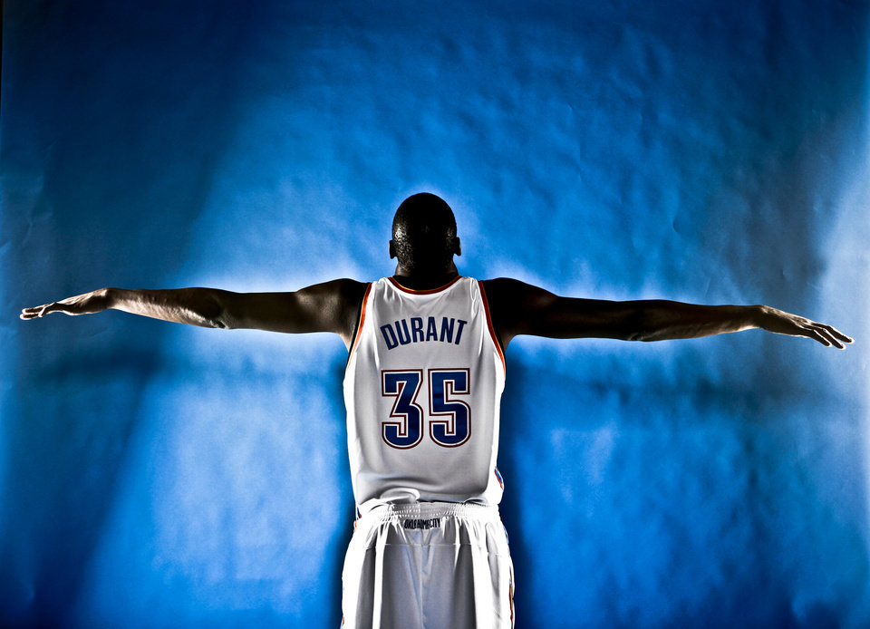 Photo - DO NOT USE. FOR THUNDER PREVIEW ONLY. NBA BASKETBALL: KEVIN DURANT during the Oklahoma City Thunder media day on Monday, Sept. 28, 2009, in Oklahoma City, Okla.  Photo by Chris Landsberger, The Oklahoman. ORG XMIT: KOD