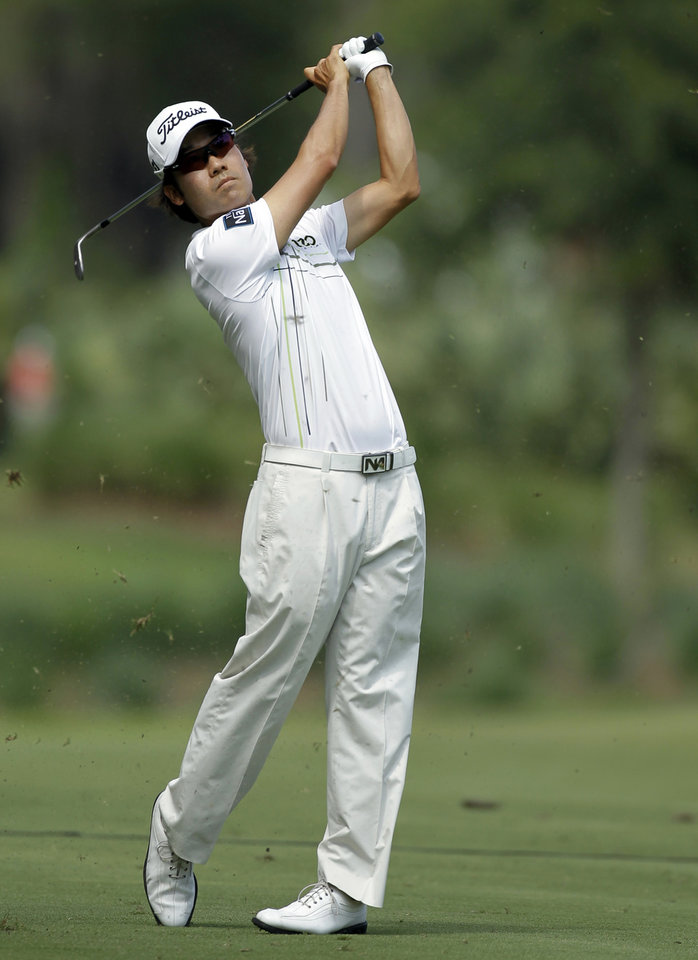 Photo -   Kevin Na hits from the sixth fairway during the third round of the Players Championship golf tournament at TPC Sawgrass, Saturday, May 12, 2012, in Ponte Vedra Beach, Fla. (AP Photo/Chris O'Meara)