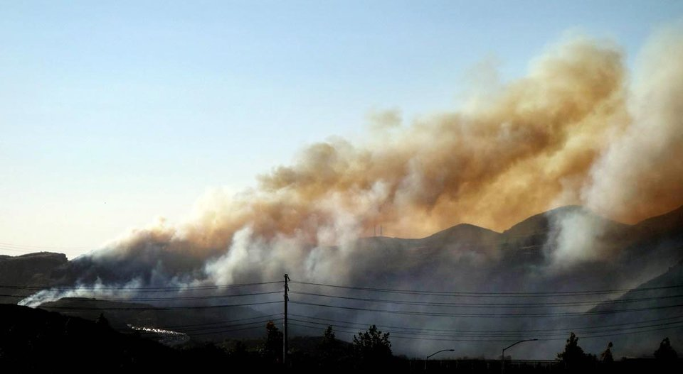 Smoke billows from a brush fire near Camarillo Spring Road in Camarillo, Calif., Thuesday May 2, 2013.   (AP Photo/The Ventura County Star, Ray Meese) LOS ANGELES TIMES OUT, LOS ANGELES DAILY NEWS OUT