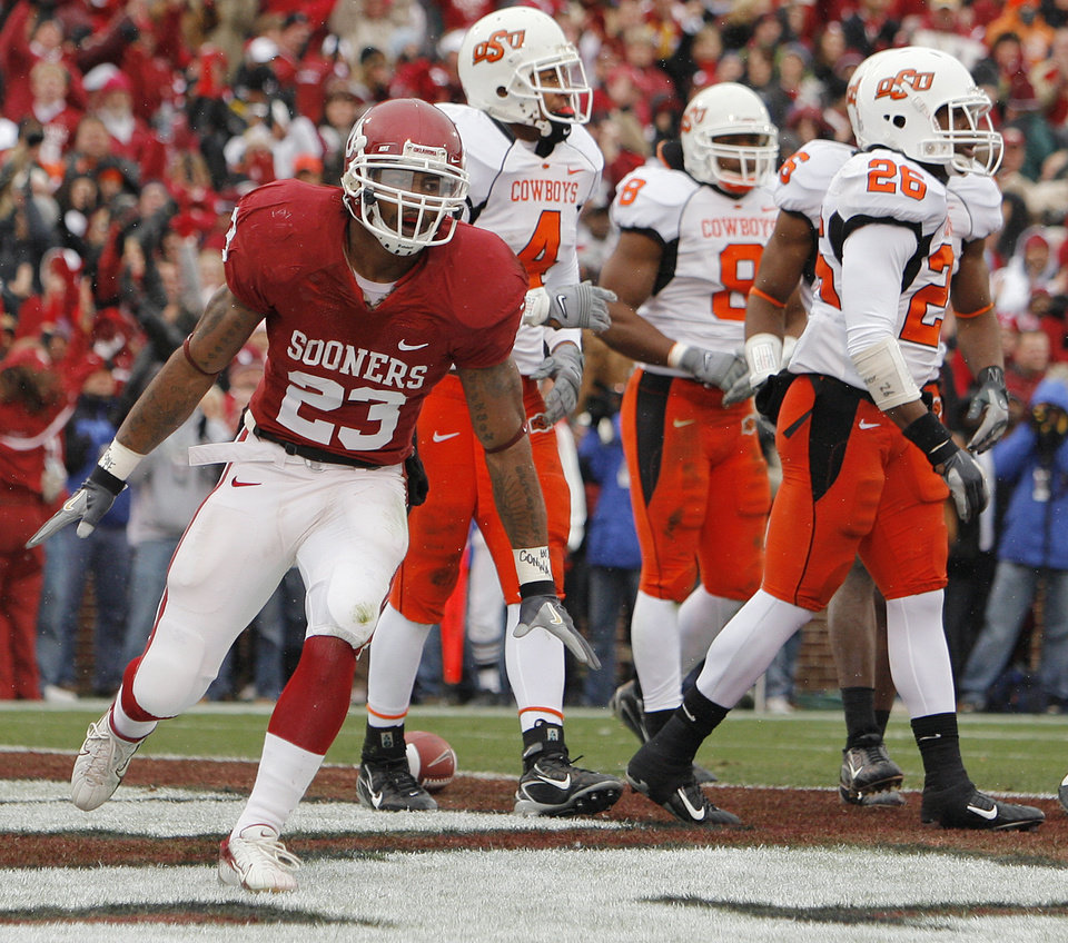 Photo - Oklahoma's Allen Patrick (23) reacts after a touchdown during the first half of the college football game between the University of Oklahoma Sooners (OU) and the Oklahoma State University Cowboys (OSU) at the Gaylord Family-Memorial Stadium on Saturday, Nov. 24, 2007, in Norman, Okla. 