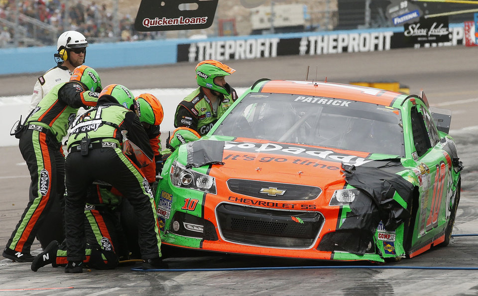 Photo - Danica Patrick makes a pit stop during the NASCAR Sprint Cup Series auto race Sunday, March 2, 2014, in Avondale, Ariz. (AP Photo/Ross D. Franklin)