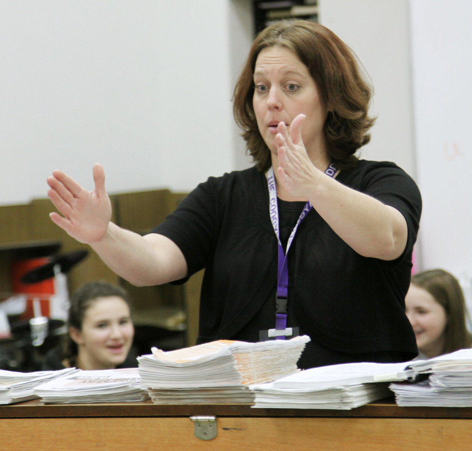 Photo - Angie McKenna, teacher  of the year for Edmond Public Schools,   teaches Wednesday at Sequoyah Middle School. She  teaches choral music. Photo by Doug Hoke, The Oklahoman  DOUG HOKE - THE OKLAHOMAN