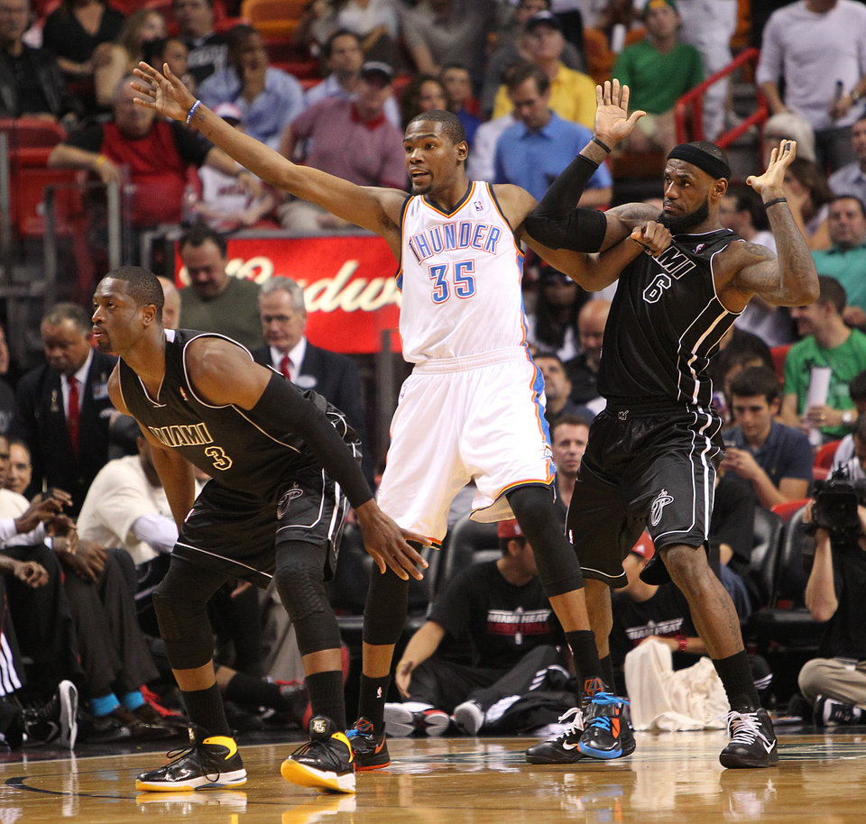Oklahoma City Thunder's Kevin Durant looks for position against Miami Heat's Dwyane Wade, left, and LeBron James during the third quarter of an NBA basketball game Wednesday, April 4, 2012, in Miami. The Heat won 98-93. (AP Photo/El Nuevo Herald, David Santiago) MAGS OUT ORG XMIT: FLMEH405