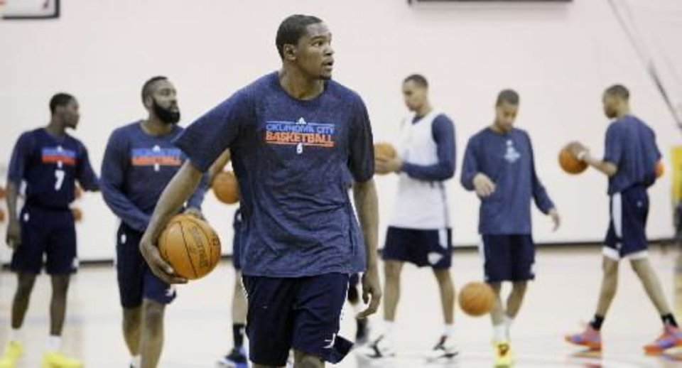 Photo - Kevin Durant, center, and the Oklahoma City Thunder begin a team practice in Oklahoma City, Monday, April 18, 2011. The Thunder face the Nuggets in game two of the first round of the NBA playoffs in Oklahoma City on Wednesday. (AP Photo/Sue Ogrocki)