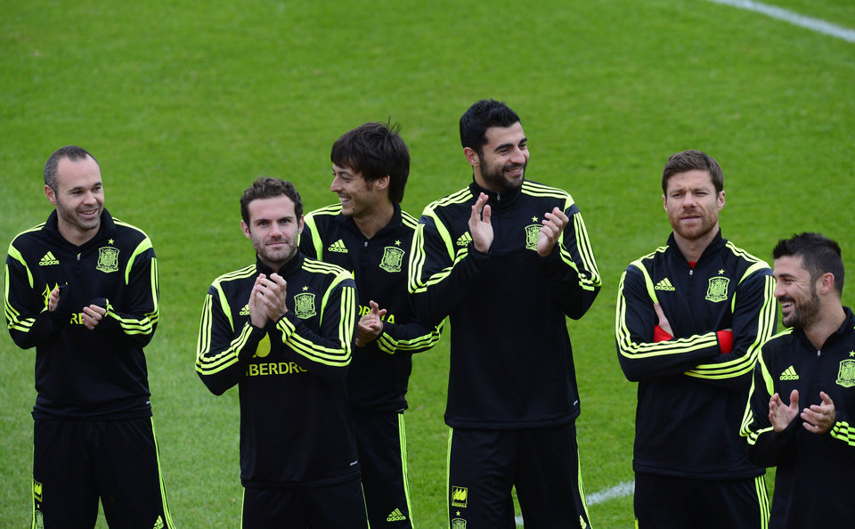 Photo - Spain's players, Andres Iniesta, from left to right, Juan Mata, David Silva, Raul Albiol, Xabi Alonso, and David Villa, applaud during a promotional event, before the start of a training session at the Atletico Paranaense training center in Curitiba, Brazil, Tuesday, June 10, 2014. Spain will play in group B of the Brazil 2014 World Cup. (AP Photo/Manu Fernandez)