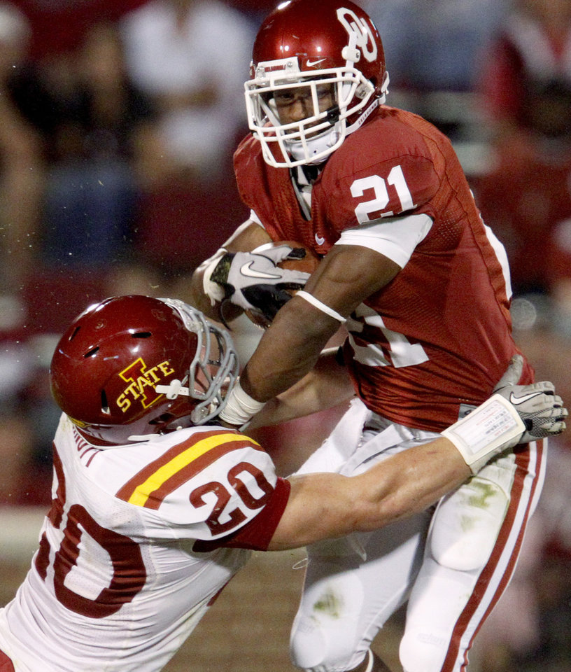 Photo - OU's Brennan Clay gets past Iowa State's Jake Knott during the second half of the college football game between the University of Oklahoma Sooners (OU) and the Iowa State Cyclones (ISU) at the Glaylord Family-Oklahoma Memorial Stadium on Saturday, Oct. 16, 2010, in Norman, Okla.   Photo by Bryan Terry, The Oklahoman