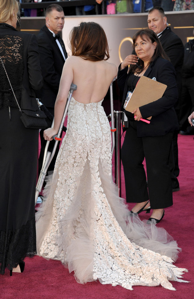 Photo - Actress Kristen Stewart arrives with crutches at the Oscars at the Dolby Theatre on Sunday Feb. 24, 2013, in Los Angeles. (Photo by John Shearer/Invision/AP)