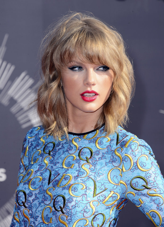 Photo - Taylor Swift arrives at the MTV Video Music Awards at The Forum on Sunday, Aug. 24, 2014, in Inglewood, Calif. (Photo by Jordan Strauss/Invision/AP)