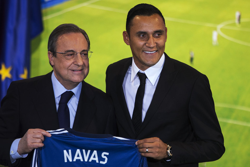 Photo - Costa Rica international soccer player Keylor Navas, right, and Real Madrid President Florentino Perez, left, pose during his official presentation at the Santiago Bernabeu stadium in Madrid, Spain, Tuesday, Aug. 5, 2014, after signing for Real Madrid. (AP Photo/Andres Kudacki)