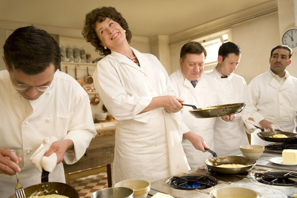 Photo -   In this film publicity image released by Columbia Pictures, Meryl Streep portrays Julia Child in a scene from,