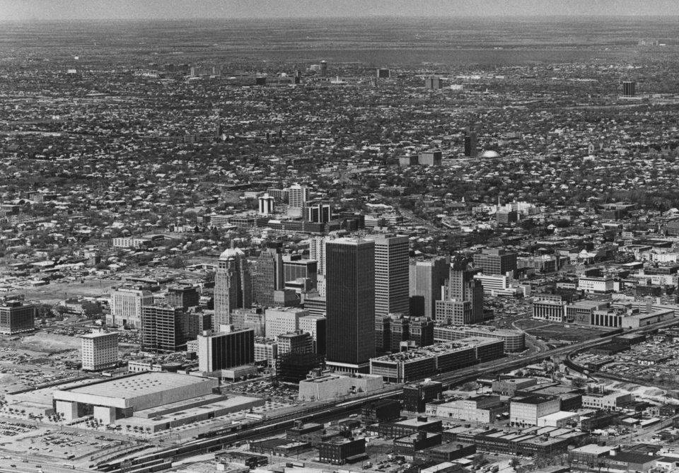 OKLAHOMA CITY / SKY LINE / OKLAHOMA / AERIAL VIEWS / AERIAL PHOTOGRAPHY / AIR VIEWS:  No caption.  Staff photo by Al McLaughlin.  Photo dated 04/10/1980 and unpublished.