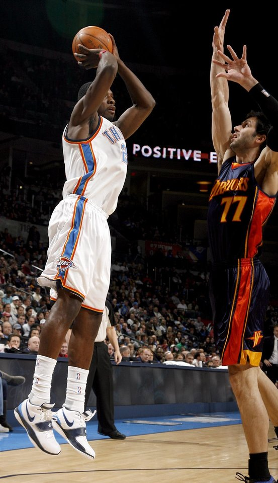 Photo - Oklahoma City's Jeff Green (22) shoots as Golden State's Vladimir Radmanovic (77) defends during the NBA game between the Oklahoma City Thunder and Golden State Warriors, Sunday, Jan. 31, 2010, at the Ford Center in Oklahoma City. Photo by Sarah Phipps, The Oklahoman