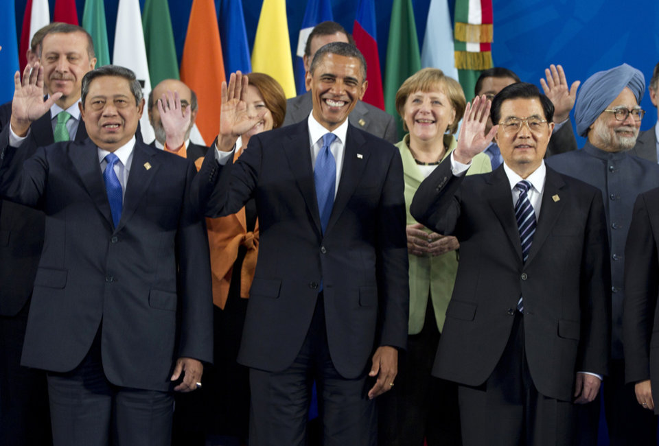 Photo -   President Barack Obama takes his place with other leaders for the Family Photo during the G20 Summit, Monday, June 18, 2012, in Los Cabos, Mexico. From left, Indonesian President Susilo Bambang Yudhoyono, U.S. President Barack Obama, German Chancellor Angela Merkel, Chinese President Hu Jintao, Indian Prime Minister Manmohan Singh. (AP Photo/Carolyn Kaster)
