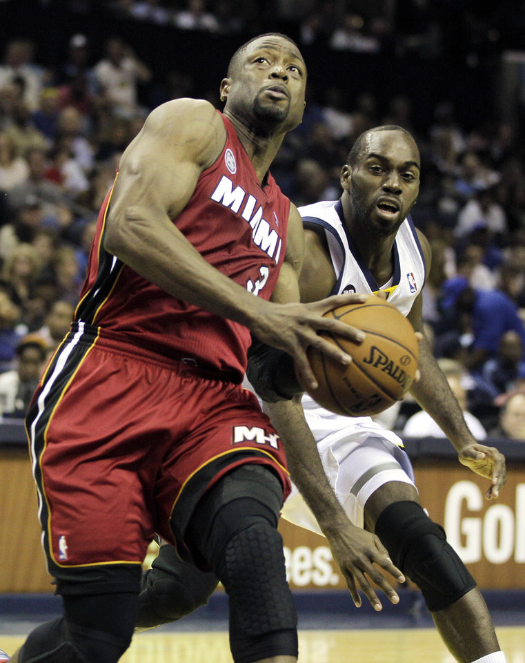 Miami Heat's Dwyane Wade (3) prepares to shoot in front of Memphis Grizzlies' Quincy Pondexter the first half of an NBA basketball game in Memphis, Tenn., Sunday, Nov. 11, 2012. (AP Photo/Danny Johnston)