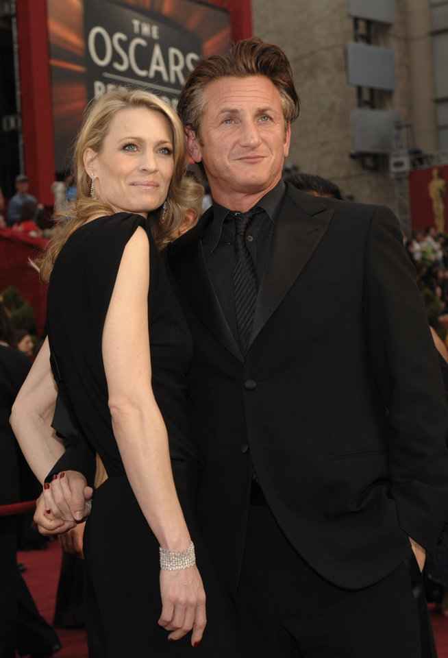 Photo - ** LINDA MILLER'S COMMENTARY:   I'm not a big fan of black on black, but it works on him.     ** Sean Penn, nominated for an Oscar for best actor in a leading role for his work in