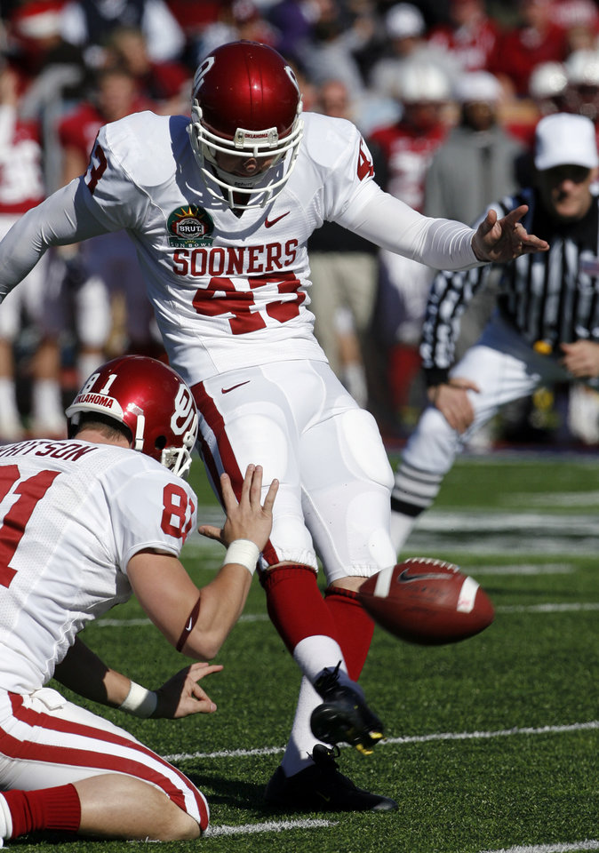 Photo - Patrick O'Hara kicks a field goal during the first half of the Brut Sun Bowl college football game between the University of Oklahoma Sooners (OU) and the Stanford University Cardinal on Thursday, Dec. 31, 2009, in El Paso, Tex.   Photo by Steve Sisney, The Oklahoman