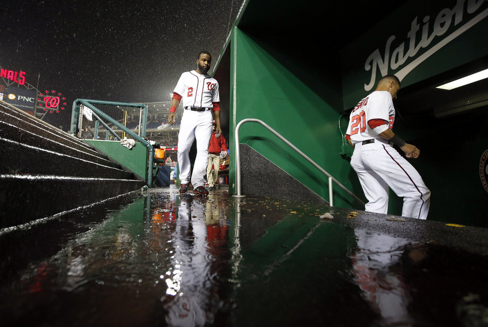Photo - Washington Nationals center fielder Denard Span (2) follows shortstop Ian Desmond (20) into the clubhouse during a rain delay in the fourth inning of a baseball game against the Los Angeles Dodgers at Nationals Park, Monday, May 5, 2014, in Washington. (AP Photo/Alex Brandon)