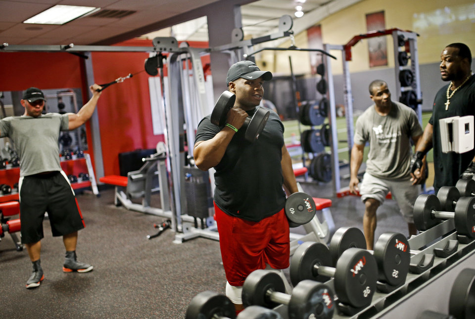 Photo - Ray Westbrook lifts weights at a gym in Oklahoma City to workout, Tuesday, April 16, 2014. Photo by Bryan Terry, The Oklahoman