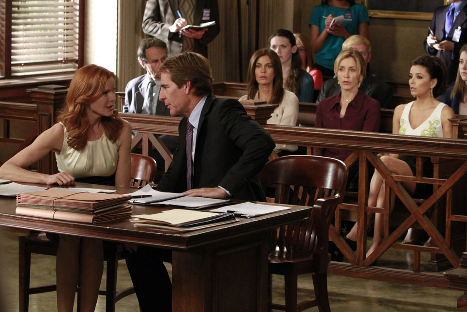 Photo -   In this publicity image released by ABC, Marcia Cross, left, and Scott Bakula are shown with, from right, Eva Longoria, Felicity Huffman and Teri Hatcher in a scene from the series finale of