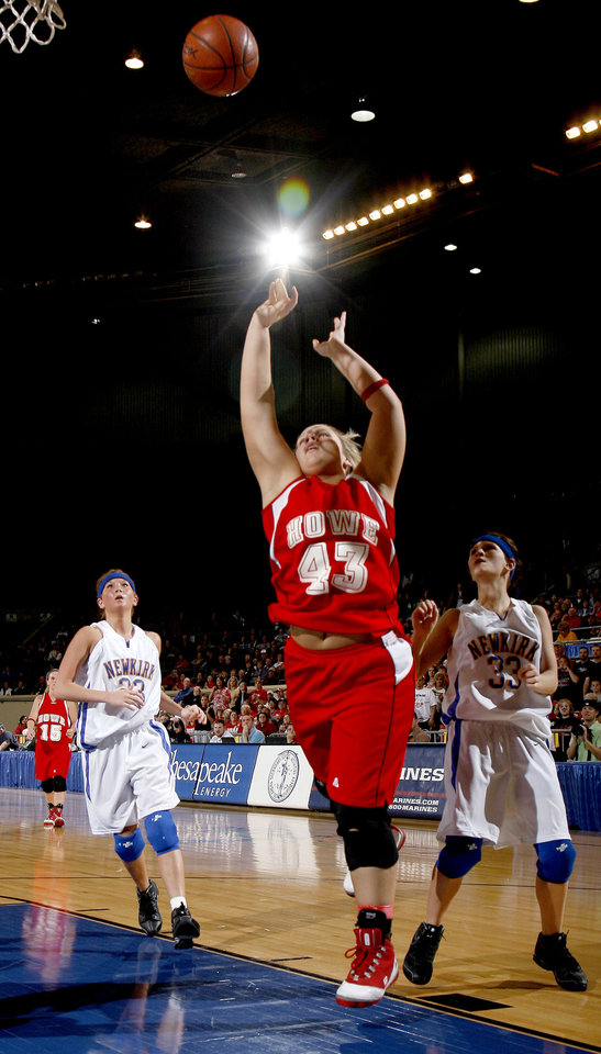 Photo - Howe's Samantha Carter (43) shoots a layup in front of Newkirk's Sarah Felix (23), left, and Abby Sheik (33) during the girls 2A semifinal between Howe and Newkirk at the State Fair Arena, Friday, March 13, 2009, in Oklahoma City. PHOTO BY SARAH PHIPPS, THE OKLAHOMAN