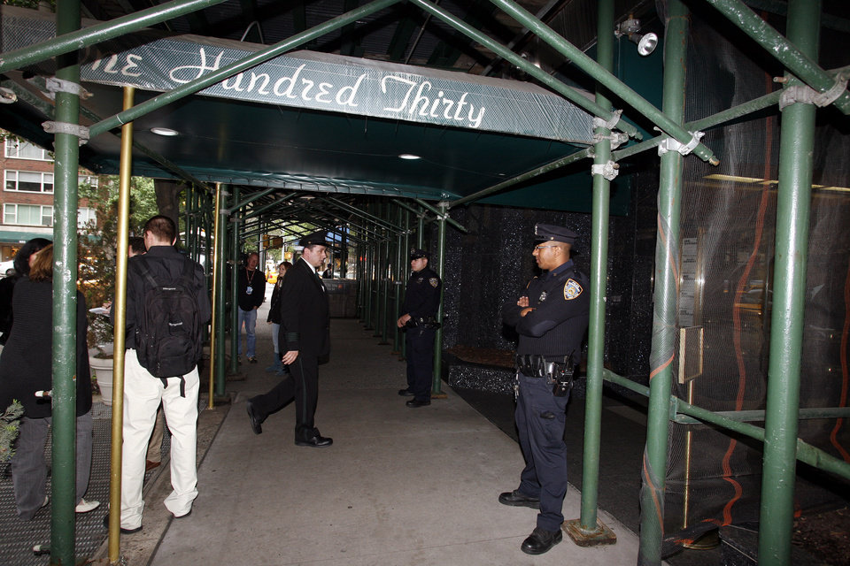 Photo -   NYPD officers stand outside of the building where Joseph Brooks, the Academy Award-winning songwriter of
