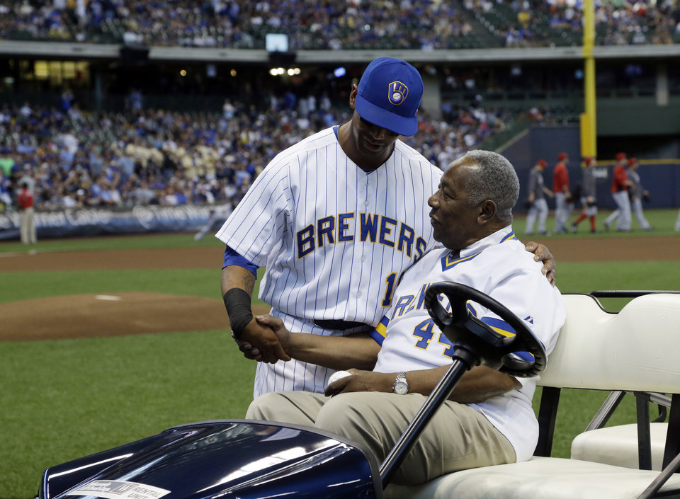 Photo - Hank Aaron talks to Milwaukee Brewers' Khris Davis before a baseball game against the Cincinnati Reds Friday, June 13, 2014, in Milwaukee. (AP Photo/Morry Gash)