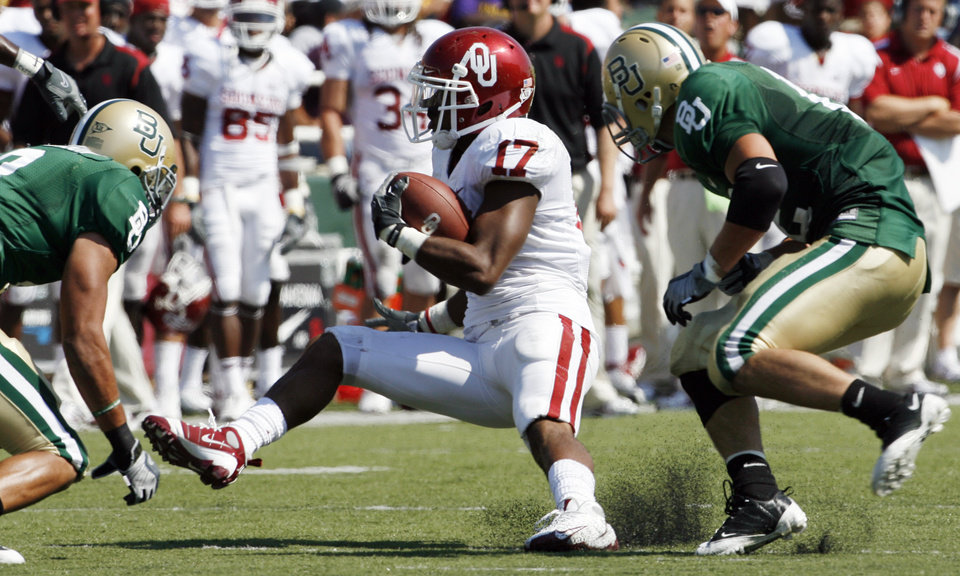 Mossis Madu makes a cut in the second half during the college football game between Oklahoma (OU) and Baylor University at Floyd Casey Stadium in Waco, Texas, Saturday, October 4, 2008.   BY STEVE SISNEY, THE OKLAHOMAN