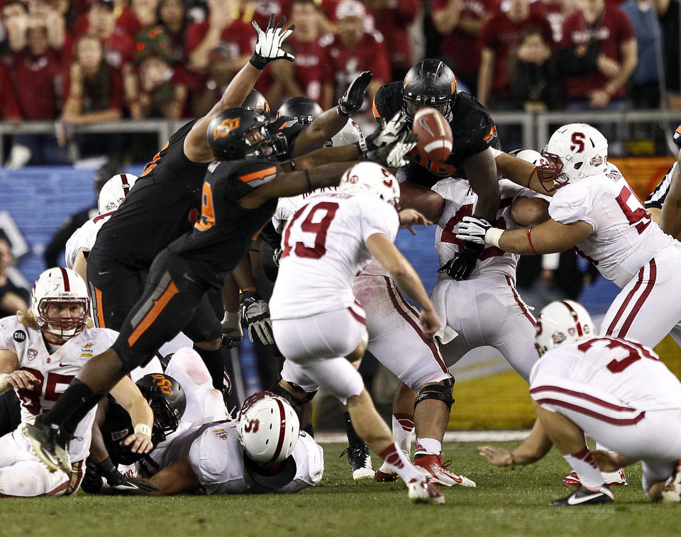 Stanford kicker Jordan Williamson (19) kicks and misses a field goal attempt in overtime during the Fiesta Bowl NCAA college football game against Oklahoma State Monday, Jan. 2, 2012, in Glendale, Ariz. Oklahoma State won 41-38 in overtime. (AP Photo/Matt York)  ORG XMIT: PNP143