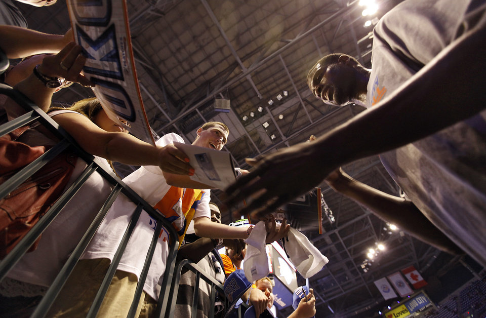 Photo - Oklahoma City's Nazr Mohammed signs autographs for fans before the start of Game 2 in the second round of the NBA playoffs between the Oklahoma City Thunder and the L.A. Lakers at Chesapeake Energy Arena on Tuesday,  May 15, 2012, in Oklahoma City, Oklahoma. Photo by Chris Landsberger, The Oklahoman