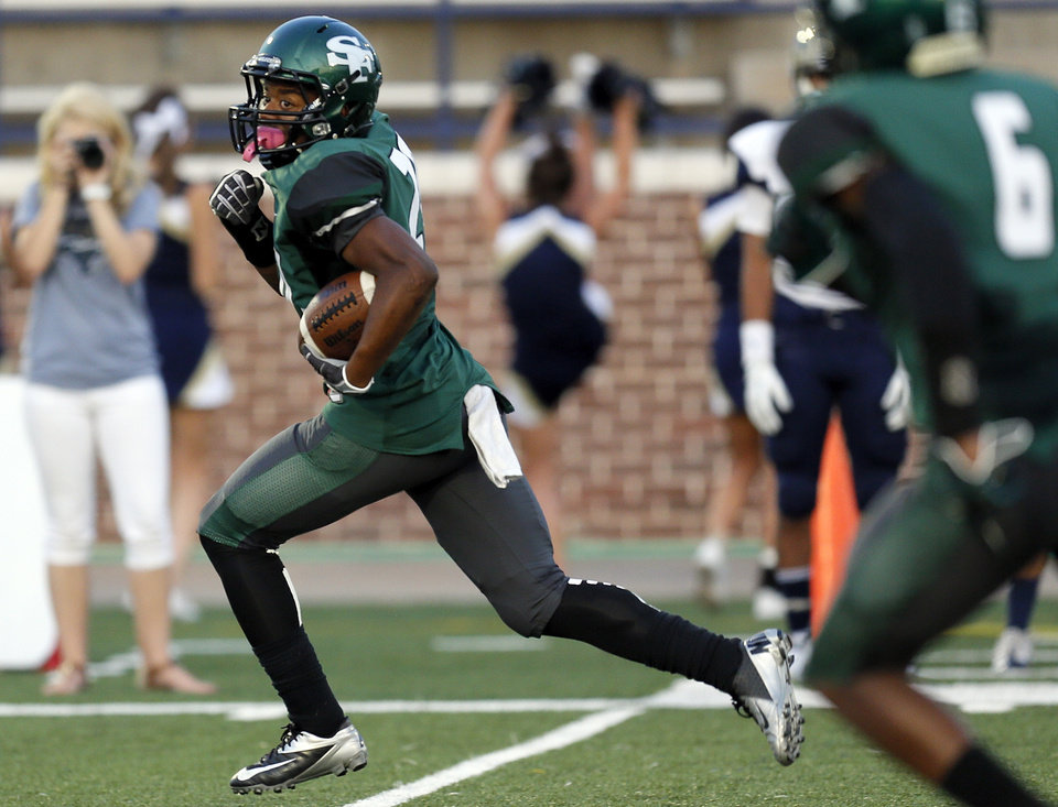 Photo - Edmond Santa Fe's Cameron Westbrook (20) takes the ball for a touchdown during a high school football game between Edmond Santa Fe and Southmoore at Wantland Stadium in Edmond, Okla., Thursday, Sept. 20, 2012. Photo by Nate Billings, The Oklahoman