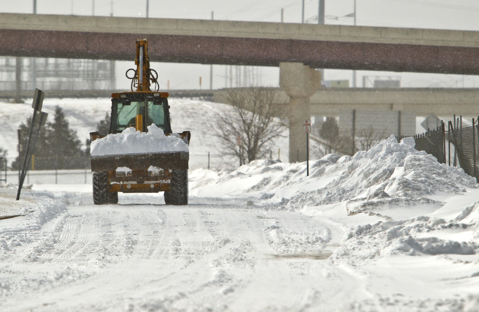 Photo - Road crews work to clear snow off the roads on Wednesday, Feb. 9, 2011, Edmond, Okla.  Photo by Chris Landsberger, The Oklahoman