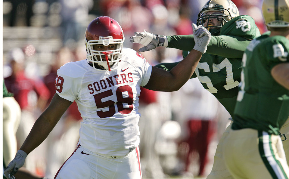 Photo - Oklahoma's Clavin Thibodeaux (58) gets by Baylor's Travis Farst (67) to put pressure on the quarterback in the first half during the University of Oklahoma Sooners (OU) college football game against Baylor University Bears (BU) at Floyd Casey Stadium, on Saturday, Nov. 18, 2006, in Waco, Texas.     by Chris Landsberger, The Oklahoman