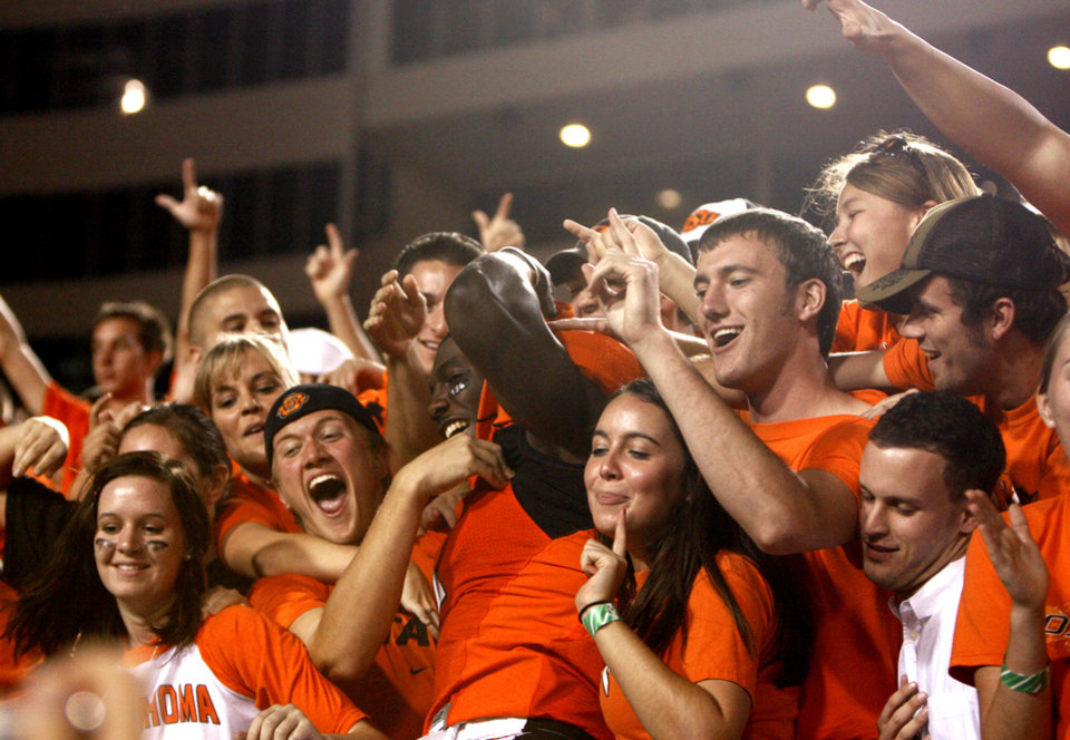 Photo - OSU / COLLEGE FOOTBALL / CELEBRATE / CELEBRATION: Oklahoma State University player Dez Bryant, center, celebrates with fans after beating Texas A&M University Aggies (TAM) at Boone Pickens Stadium on Saturday, Oct. 4,  2008, in Stillwater, Okla. SARAH PHIPPS, THE OKLAHOMAN  ORG XMIT: KOD