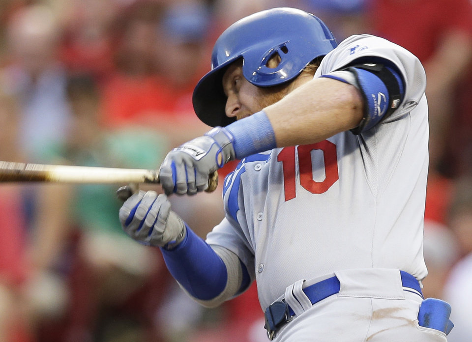 Photo - Los Angeles Dodgers' Justin Turner gets a hit off Cincinnati Reds starting pitcher Tony Cingrani to drive in a run in the fourth inning of a baseball game, Monday, June 9, 2014, in Cincinnati. (AP Photo/Al Behrman)