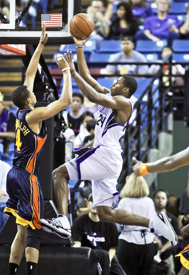 Sacramento Kings forward Desmond Mason, right, drives to the basket against Golden State Warriors forward Anthony Randolph during the second quarter of a preseason game on Saturday. AP Photo