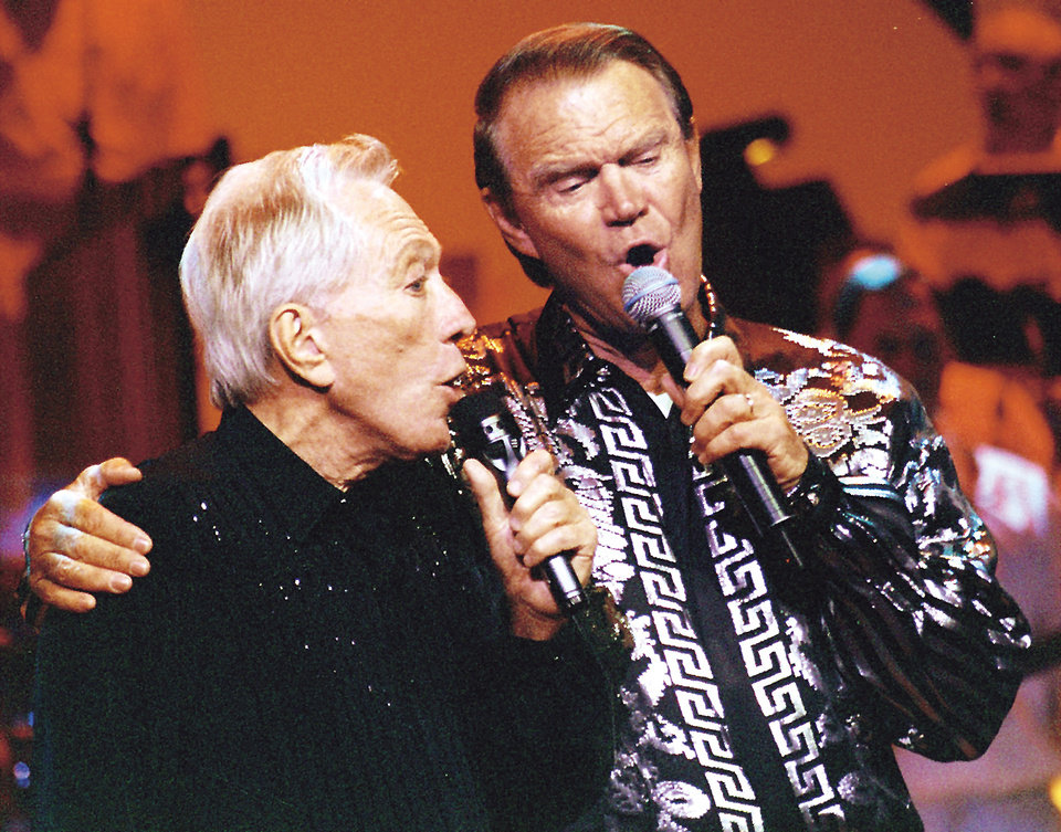 Photo - KRT TRAVEL STORY SLUGGED: UST-BRANSON KRT PHOTOGRAPH BY TOM UHLENBROCK/ST. LOUIS POST-DISPATCH (May 11) Andy Williams, left, and Glen Campbell perform at the Moon River Theatre in Branson, Missouri. (mvw) 2003
