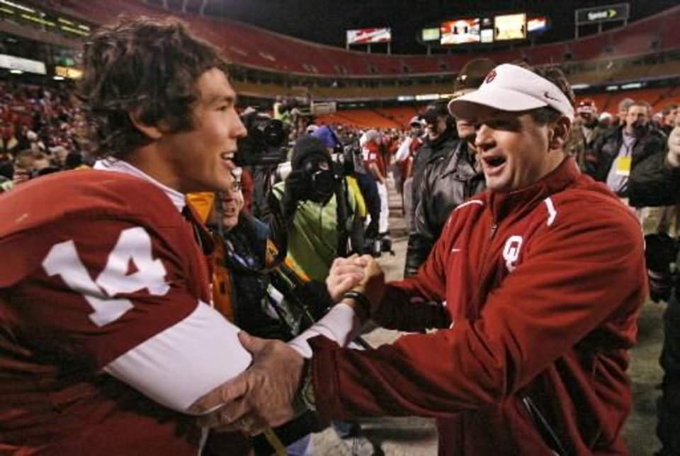 Photo - Bob  Stoops and Sam Bradford celebrate after the 62-21 win over Missouri in the Big 12 Championship college football game between the University of Oklahoma Sooners (OU) and the University of Missouri Tigers (MU) on Saturday, Dec. 6, 2008, at Arrowhead Stadium in Kansas City, Mo. PHOTO BY CHRIS LANDSBERGER/THE OKLAHOMAN