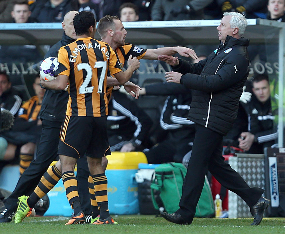 Photo - Newcastle United's manager Alan Pardew,  right,  and Hull City's David Meyler, 3rd left, confront each other during the during the English Premier League match at the KC Stadium, Hull England Saturday March 1, 2014. (AP Photo/Lynne Cameron/PA)  UNITED KINGDOM OUT