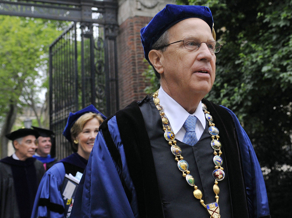 Photo -   FILE - In this May 21, 2012 file photo, Yale University president Richard Levin, right, leads a procession during Yale's commencement exercises in New Haven, Conn. Levin, 65, announced Thursday, Aug. 30, 2012, that he will step down at the end of the academic year after 20 years at the Ivy League school. (AP Photo/Jessica Hill, File)